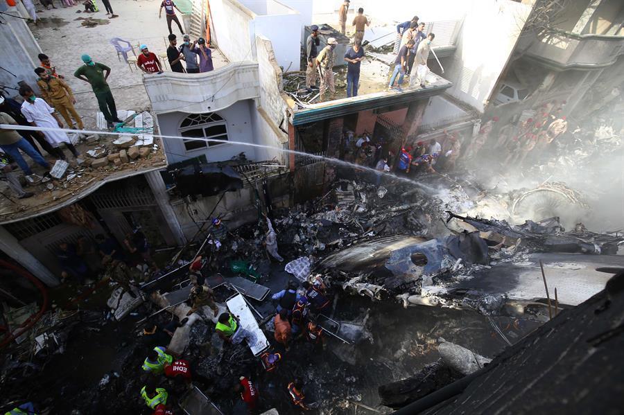 Terrible accidente de un avión en Pakistán