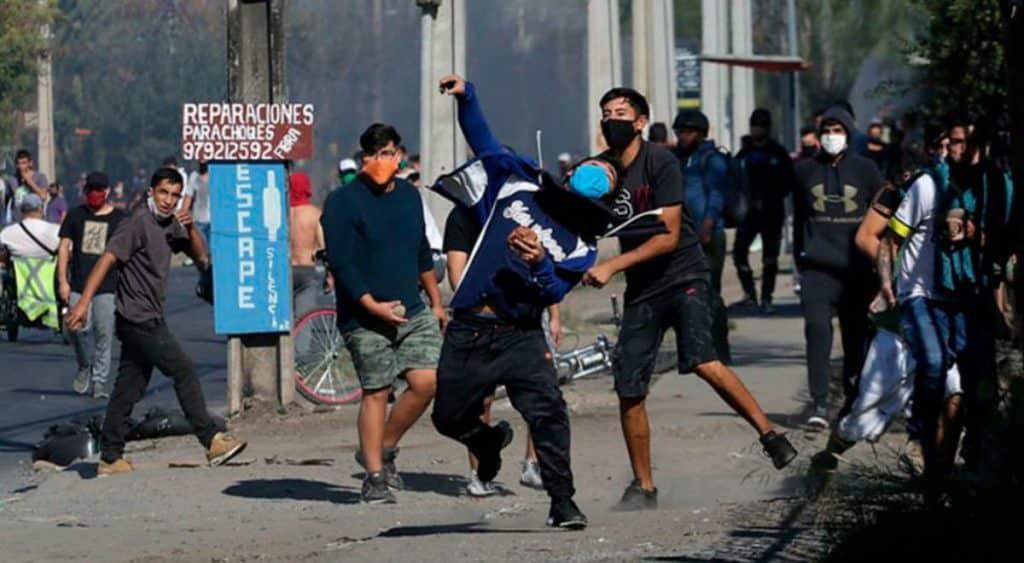 Fuertes disturbios en Santiago de Chile