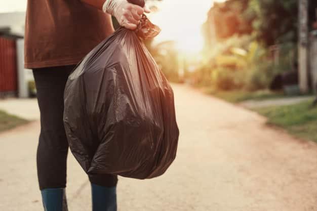 Cómo deben manipular los residuos de pacientes en cuarentena domiciliaria