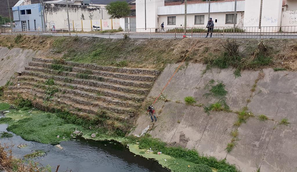 Comenzó la limpieza del canal Yrigoyen