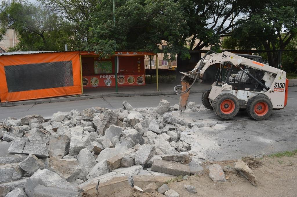 Avenida Roberto Romero: el municipio repara el pavimento