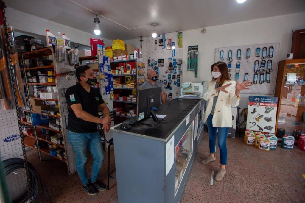 Bettina recorrió las obras en avenida San Martín
